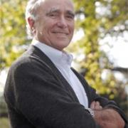 L'écrivain Jean-Claude Guillebaud en 2001 et 2004
