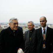 Le Cardinal Archevêque de Paris Jean-Marie Lustiger, l'Archevêque de Montpellier Guy Thomazeau et Michaël Iancu en 2006