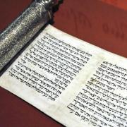 """La """"Meguilat Esther"""", le livre de la Reine Esther, lu pour la fête hébraïque de Pourim"""
